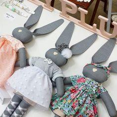 En force au Marché des créateurs Diy Doll, Pet Toys, Rabbit, Creations, Bunny, Crafty, Couture, Dolls, Sewing