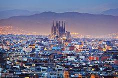 #Stedentrip #Barcelona inclusief vlucht, 3 overnachtingen, ontbijtbuffet, fles cava en gebruik van sauna en fitness vanaf €169,00 #Spanje #reizen #travel #citytrip #TravelBird #uitzicht #stad