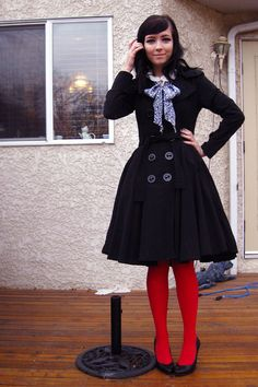 Love the full skirt with red tights Colored Tights Outfit, Coloured Tights, Patterned Tights, Opaque Tights, Black Tights, Red Winter Coat, Winter Skirt, Pantyhose Outfits, In Pantyhose