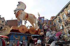 Genial el caballo de Troya, dioses, escenas de la Odisea, sirenas, Ulises...Lema: La Odisea. Falla Na Jordana.