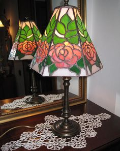 Stained Glass Light, Fused Glass, Scroll Pattern, Types Of Craft, Stained Glass Projects, Glass Lights, Projects To Try, Table Lamp, Lighting