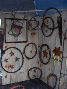 Recycled barbed wire crafts. I need these for my house. Love it!