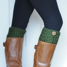 Love these forest green boot cuffs. A great way to stretch the wardrobe!
