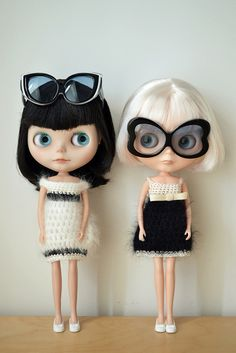 Blythe Dolls in 60s fashions.