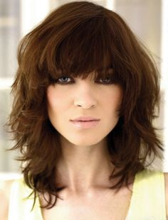 14 Great Hairstyles for Women With Round Faces and Medium Hair Pictures