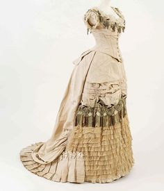 Evening dress, ca. 1876 Fashion Museum, Bath 💛💛💛