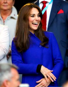 Kate Pops in a Royal Blue Coat, Can't Keep Her Eyes Off of Prince William at Rugby World Cup 2015: Cute Photos!
