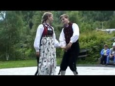 Valdresspringar danced to a tune on the Hardingfele - Valdres Samband