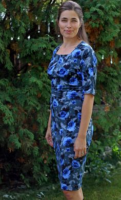Crafty Hour : Selfish Blue Roses - A Dress for Me - the So Sew Easy Wear Everywhere Dress.