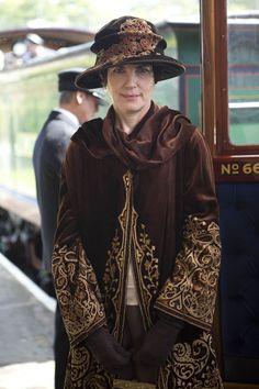 "the-garden-of-delights: "" Elizabeth McGovern as Cora Crawley, Countess of Grantham in Downton Abbey: Christmas Special "" Downton Abbey Season 3, Downton Abbey Series, Downton Abbey Costumes, Downton Abbey Fashion, Moda Retro, Moda Vintage, Edwardian Fashion, Vintage Fashion, Edwardian Era"