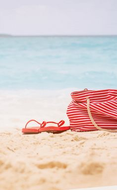 Everything you need to entertain kids at the beach, stay hydrated + avoid getting scorched from the sun. Here's your beach day packing list!! Myrtle Beach Things To Do, Packing List Beach, Beach Essentials, Stay Hydrated, Beach Day, Entertaining, Sun, Kids, Young Children