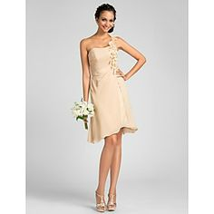 Silhouette: Princess,A-line; Neckline: One Shoulder; Hemline/Train: Knee-length; Sleeve Length: Sleeveless; Embellishments: Side Draping, Flower(s); Back Details: Zipper; Fabric: Chiffon; Fully Lined: Yes; Built-In Bra: Yes; Shown Color: Champagne; Body Shape: Misses, Rectangle, Pear, Inverted Triangle, Hourglass, Apple, Petite, Plus Sizes; Occasion: Cocktail Party, Wedding Party, Homecoming; Season: Summer, Fall, Spring; Net Weight:1Kg; Shipping Weight:1.48kg; Waist: Natural; Model: Bruna…