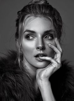 face portrait photography A night full of no sleep Black And White Photography Portraits, Self Portrait Photography, Portrait Photography Poses, Photography Poses Women, Girl Photography Poses, Black And White Portraits, Expressions Photography, Stunning Photography, Nature Photography