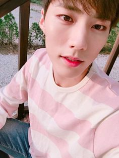 "IMFACT Fancafe update: 160524  Jeup:  ""사랑해요""  (trans. ""I love you"")"