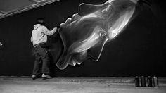 Un video de un artista creando un graffiti [: