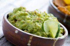 Guacamole - purée d'avocat http://www.recettes.qc.ca/recette/guacamole-puree-d-avocat-56 #recettesduqc #guacamole #avocat