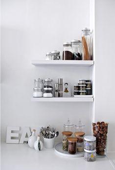 Kitchen shelves: Dora iz Londona