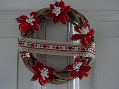 drevita / Zimný veniec na dvere Grapevine Wreath, 4th Of July Wreath, Grape Vines, Wreaths, Living Room, Home Decor, Decoration Home, Door Wreaths, Room Decor