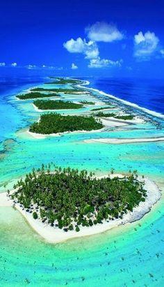 TUPAI ISLAND, POLINÉSIA FRANCESA... Esta ilha paradisíaca em forma de coração fica perto de Bora Bora, um dos destinos turísticos mais famosos da Polinésia Francesa. Tupai atualmente é um atol desabitado, formado por praias de areia branca e mar azul turquesa.