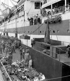 Transfert de blessés sur le navire-hôpital HMS Llandovery Castle 2 à Cherbourg en 1944