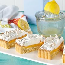 Lemon meringue shortcake A great treat for picnics and garden parties as this dessert doesn't need to be kept in a fridge once made. Gluten Free Baking, Gluten Free Recipes, Fodmap Recipes, Lemon Recipes, Baking Recipes, Lemon Filling, Sugar Cravings, Lemon Curd, Sweet Cakes