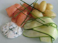 Ma petite cuisine gourmande sans gluten ni lactose: Tagliatelles de courgettes crues au saumon fumé et à la sauce au yaourt de soja et à la ciboulette