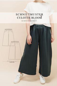 Unser Schnittmuster Culotte Bloom ist eine lässig geschnittene High-Waist-Hose mit weiten Beinen und elastischem Bund – modern aber zeitlos. Bequem wie eine gemütliche Hose, elegant und schwungvoll wie ein Rock. Style deine Culotte Bloom lässig und sportlich mit einem engen Shirt oder cropped Top – oder etwas schicker mit einer weißen Bluse und hochgekrempelten Ärmeln. Ob mit Sneakers, Ballerinas oder High Heels, kreiere vielseitige Looks mit deiner neuen selbstgenähten Lieblingshose. Cropped Tops, Diy Kleidung, Rock Style, Tweed, Shirts, Pants, Outfits, Collection, Fashion