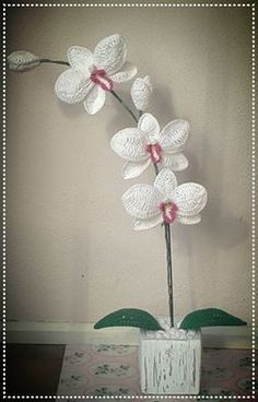 How to crochet an orchid | Part 1: http://youtu.be/_MnNVZyDrW8