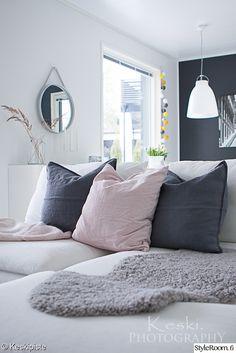 olohuone,vaaleanpunainen,sohva,harmaa,sisustus