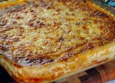 Porridge pie: It's looks a little bit like a lasagne, and is made from maize porridge with a very generous vegetable filling to ensure a rich, moist and admittedly decadent savoury tart. Easy be creative. South African Dishes, South African Recipes, Ethnic Recipes, Braai Recipes, Cooking Recipes, Barbecue Recipes, Master Chef, Strudel, Pap Recipe