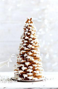 Gingerbread Christmas tree - food and drinks - Desserts Gingerbread Christmas Tree, Christmas Tree Food, Christmas Tree Cookies, Xmas Food, Christmas Breakfast, Christmas Sweets, Christmas Cooking, Noel Christmas, Christmas Decorations