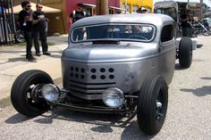 It looks like we are talking about a 1942 GMC COE truck. With a factory GMC V12