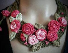 Verde collar de ganchillo con rosas de color rosa oscuro | collar | para ella | regalo
