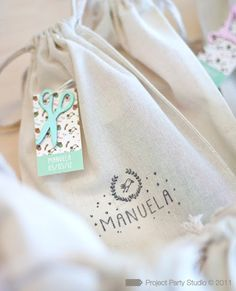 Project Party Studio: A Manuela no le van las cigüeñas ; Textile Dyeing, Soap Packaging, Art Store, Hang Tags, Fabric Painting, Creative Gifts, Party Favors, Diy And Crafts, Sewing Projects