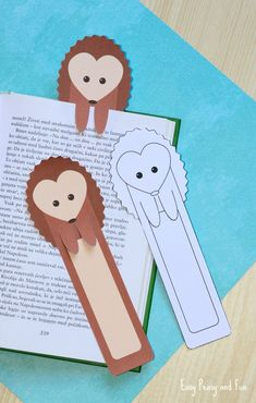 Printable DIY Hedgehog Bookmarks for Kids. Coloring version is available too.  #bookmark #DIY #printables