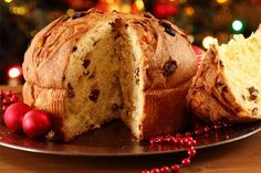 Panettone is a traditional Italian Christmas bread. I hope you enjoy this vegan version. Italian Christmas Desserts, Vegan Christmas, Christmas Baking, Bolo Vegan, Vegan Cake, Vegan Sweets, Vegan Desserts, Dessert Recipes, Vegan Baking