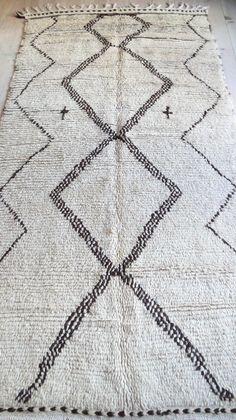 Vintage Moroccan Rug - Natural virgin wool - AZILAL RUG | 210cm x 110cm. // 82,5in x 43,5in