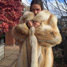 Emma Watson in golden island fox fur coat by Queens-Of-Fur on DeviantArt Coyote Fur Coat, Fabulous Fox, Stunning Brunette, Fox Fur Coat, Fur Fashion, Fashion Models, Fur Collars, Kappa, Coats For Women