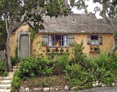 SUNWISE TURN – A HUGH COMSTOCK FAIRYTALE COTTAGE IN CARMEL-BY-THE SEA « Once upon a time..Tales from Carmel by the Sea