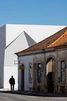 Irregular cutouts mark entrances to Aires Mateus' community centre in Portugal Portugal, Amazing Architecture, Interior Architecture, Meeting Center, Architect Magazine, Scandinavian Home, Nordic Design, New Construction, White Walls
