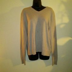 Pre-owned excellent condition.two tiny pinpoint holes in front.see photos sweater is 100 percent cashmere.   eBay!