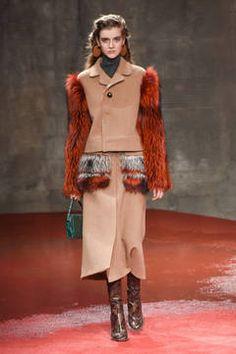 Marni – Mailand Fashion Week Report Herbst/Winter 2015/16: Einen Überblick über die neusten Shows und Kollektionen der italienischen Designer von der laufenden Mailänder Modewoche gibt es hier.