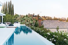If your budget permits, you can plan a swimming pool in pretty much any size, shape, style, or type. We help you get started with 50 fabulous designs.