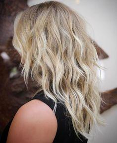 60 Lovely Long Shag Haircuts for Effortless Stylish Looks Medium Layered Wavy Blonde Hair Cut Medium Textured Hair, Blonde Layered Hair, Brown Blonde Hair, Medium Hair Cuts, Medium Hair Styles, Curly Hair Styles, Layered Hairstyle, Layered Haircuts, Medium Length Layered Hair