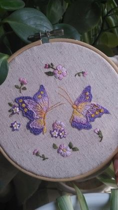 Embroidery in a hoop Embroidery Needles, Hand Embroidery Stitches, Crewel Embroidery, Hand Embroidery Designs, Applique Designs, Embroidery Applique, Cross Stitch Embroidery, Christmas Embroidery Patterns, Butterfly Embroidery