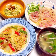 あり合わせの野菜炒め中華風、 鯛のカルパッチョ、 お豆入りサラダ、 きのこのお吸い物 です。 - 21件のもぐもぐ - 残り物 晩ご飯 by orieueki