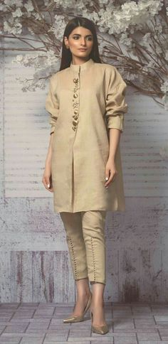 Perfect fusion style cropped nehru collar sherwani with cigarette pants.Formal color n structured garmentHow to Make a Ethnic Dress Modern ?NEXT– 15 Most Trendy and Comfortable Bridal Footwear PREVIOUS– 25 Fashionable Bell Sleeve tops of 2018 Whe Pakistani Fashion Casual, Pakistani Dresses Casual, Pakistani Dress Design, Indian Fashion, Stylish Dresses, Casual Dresses, Casual Wear, Moda India, Fashion Pants