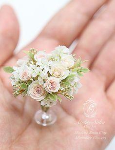 バラ・アジサイ・実物をアレンジしてみました。(*^.^*) オークションはこちらです。 Diy Doll Miniatures, Polymer Clay Miniatures, Miniature Plants, Miniature Dolls, Tiny Flowers, Paper Flowers, Biscuit, Barbie, Mini Plants