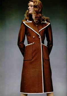 L'Officiel magazine 1971. Saint Laurent Vintage Mode, Retro Vintage, Timeless Fashion, Vintage Fashion, Seventies Fashion, Rugged Style, Saint Laurent, Autumn Fashion, High Neck Dress