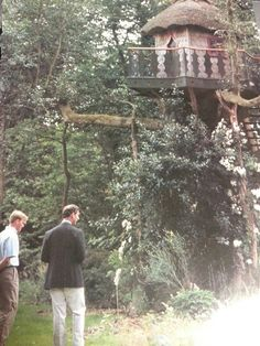 RARE! The tree house made for William and Harry when they were children. Built on one of their estates. Featured in the 1996 issue of Traditional Home Magazine.  https://www.facebook.com/groups/260713314096465/
